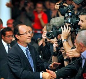 Francois Hollande er storfavoritten. Her fra ukas siste store valgmøte i Paris. Foto Nikolai Jakobsen